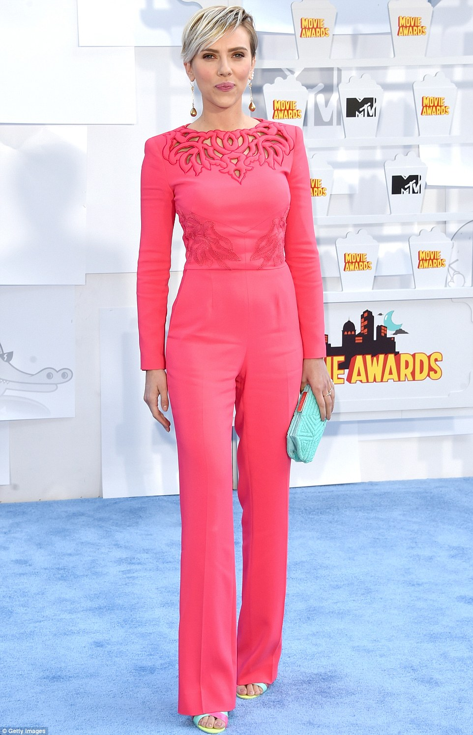 278132C100000578-3036276-Nice_color_The_Avengers_star_stood_out_in_a_coral_jumpsuit_that_-a-12_1428909809671