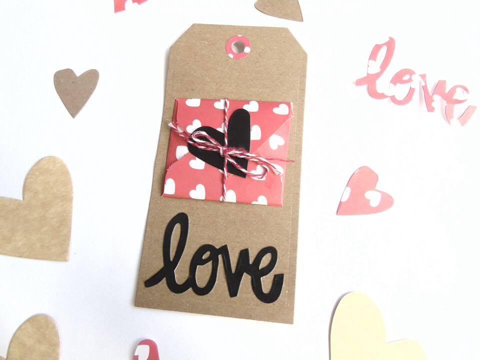 foto tag  carta craft 1 per dire ti amo - tutorial san valentino le cose di chiara