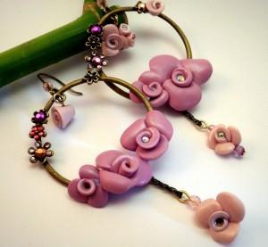 orecchini cerchi grandi e rose